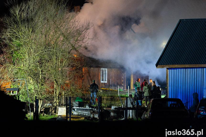 Pożar drewnianego domu w Krempnej
