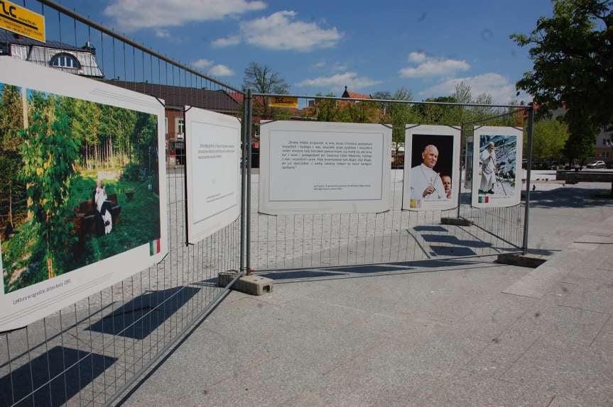 Wystawa w Jaśle z okazji setnej rocznicy urodzin Jana Pawwła II